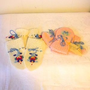 Brand New Hand Made Infant Mittens & Booties (2)